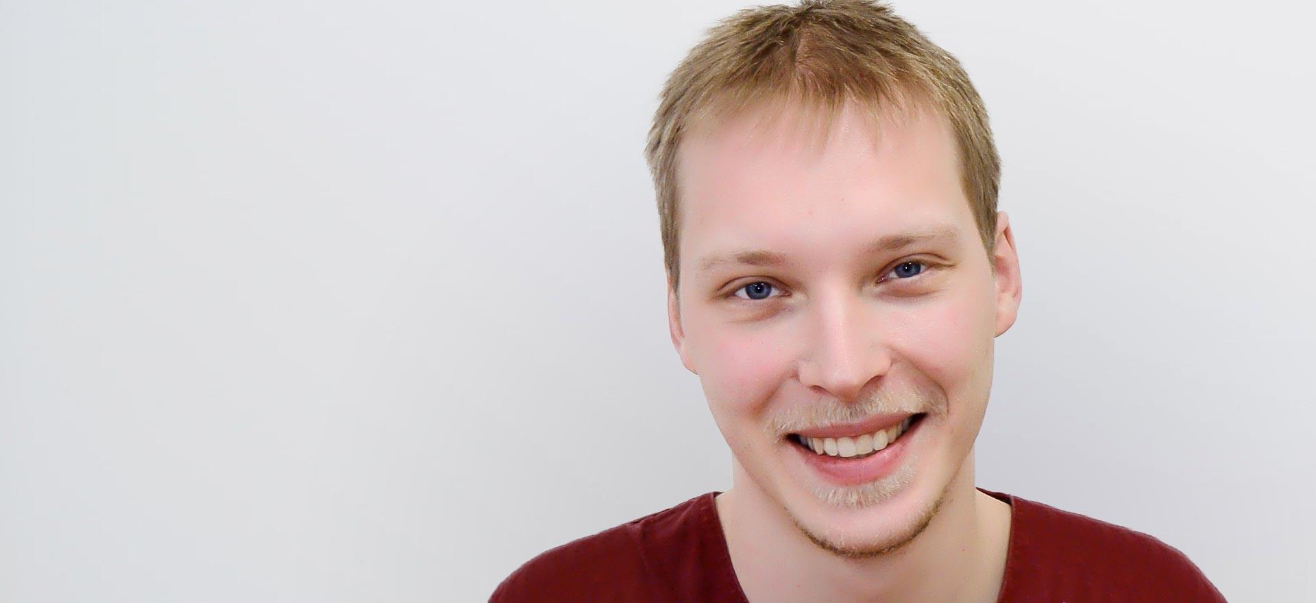 Der Fachzahnarzt für Oralchirurgie Peter Martin aus dem Belleza Zantrum Berlin.